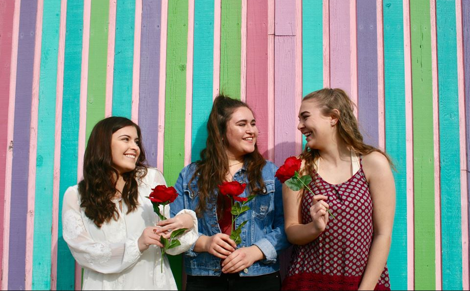 sorority_sisters_roses_cropped